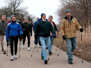 Picture of Linda Lemke leading a group of Nordic walkers