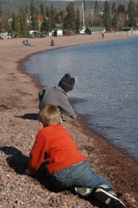 Grandkids-exploring-waterfront