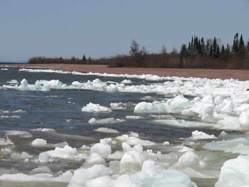 Picture of mini icebergs at Paradise Beach on Lake Superior