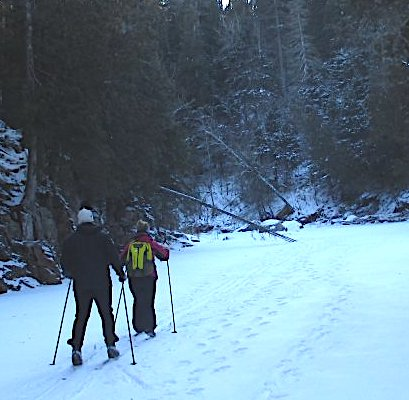 picture of two people skiing along one of the North Shore's beautiful river gorges